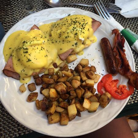 CJ's New York Deli: Eggs Benedict