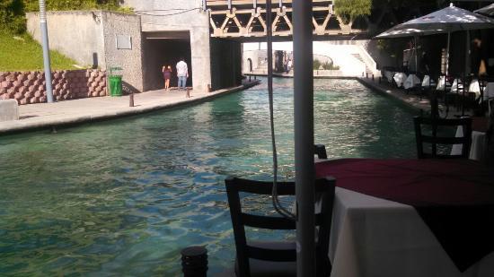 Restaurant Bar Tenerias : El rio artificial visto desde la terraza del restaurant