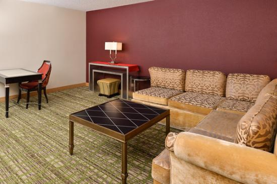Econo Lodge : Suite Sitting Area