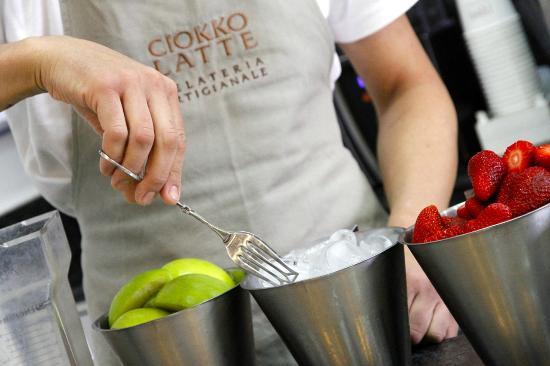 Ciokkolatte - Il Gelato che Meriti: Solo frutta fresca per i nostri Gelati, Smoothies e Granite Siciliane