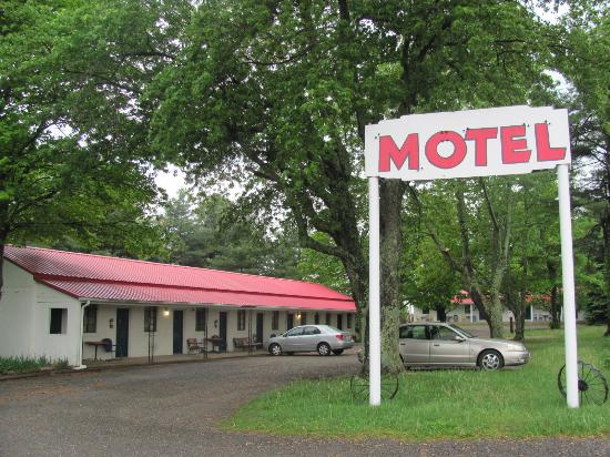 Tuggles Gap Motel: Minute off the Blue Ridge Parkway