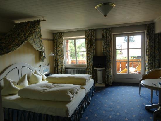 Hotel Helmer: Bellissima vista sui castelli e servizio ottimo