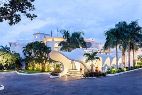 NH Haiti El Rancho Motor Lobby Night