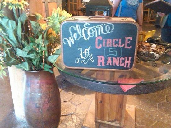 Circle S Guest Ranch and Country Inn: WELCOMING