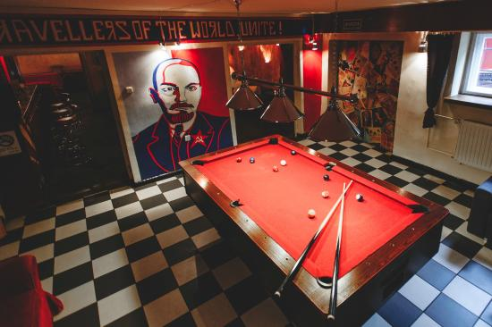 Good Bye Lenin - Pub & Garden Hostel! : pool table