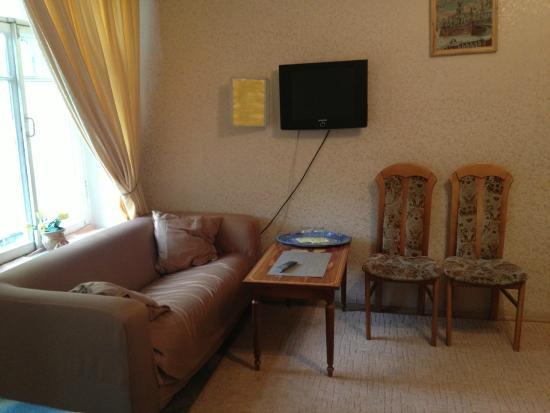 Lebedushka: трехместный номер с удобствами на этаже