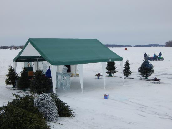 Lola's Lakehouse: TEnt over ice bar, off to the side there are games for kids