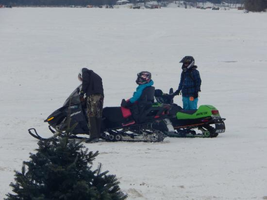 Lola's Lakehouse: Snowmobilers stopping in to eat at the restaurant