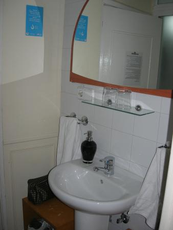 Hostal La Fontana: il lavabo