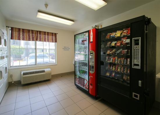 Studio 6 Salt Lake City - Fort Union: Vending