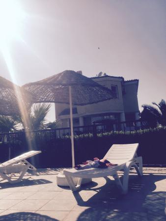 Altinkum, تركيا: Pool looking at villa