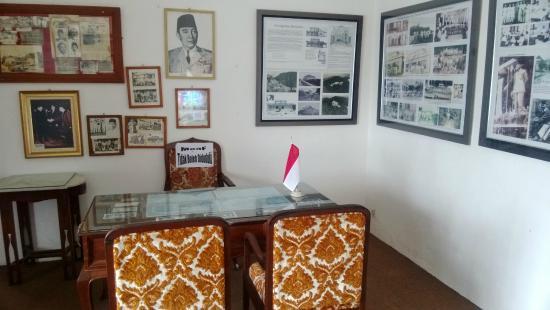 Bukit Menumbing: Bekas ruang kerja Presiden Soekarno