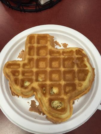 BEST WESTERN PLUS San Antonio East Inn & Suites: Texas shaped waffle! Genius!