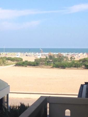 Hotel Doriana : Blick vom Balkon, Doppelzimmer, Außenansicht