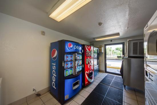 Motel 6 Lakeland: Vending