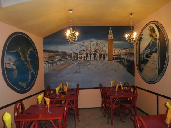 DECORATION INTERIEURE - Picture of Pizzeria la Pergola, Le Mans ...