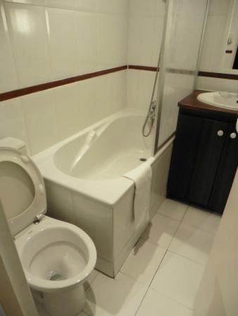 RESIDENCE SAINT SULPICE : Baño