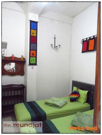 The Munajat Backpacker: Twin Bed Room