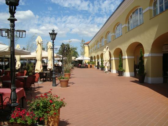 Hotel Leopold I: Κάστρο δίπλα χώροι εστίασης