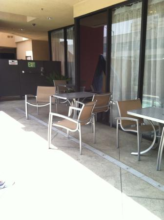 Holiday Inn Express - Los Angeles Downtown West: Quaint pool area.