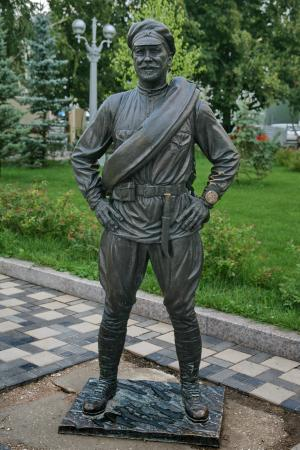 ‪Monument to Red Army Soldier Fyodor Sukhov‬