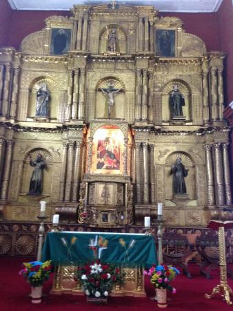 Raquira, Colombia: Altar recubierto en laminillas de oro