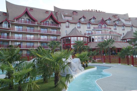 Entr e picture of les pagodes de beauval saint aignan for Hotels beauval