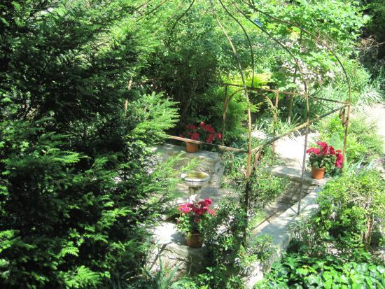 vue d 39 un des nombreux bassins et ses fleurs picture of