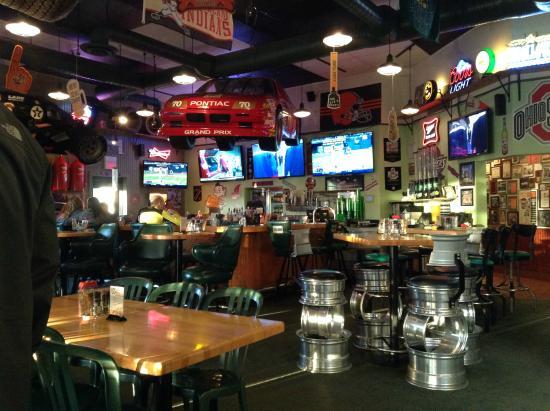 Quaker Steak Lube Cleveland 5935 C Rd Restaurant Reviews Phone Number Photos Tripadvisor