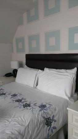 Calder House Hotel: Double bed