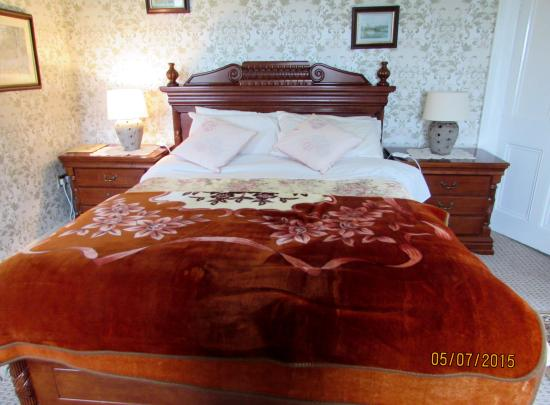 Cloncarlin House B&B: Bed in our room
