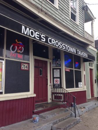 Moes Crosstown Tavern