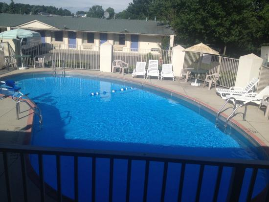 Motel 6 Wytheville: The pool is refreshing and clean