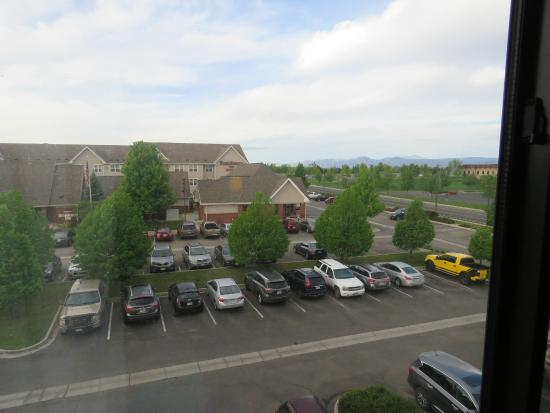 Courtyard Boulder Longmont: View from our room (Residence Inn across parking lot)
