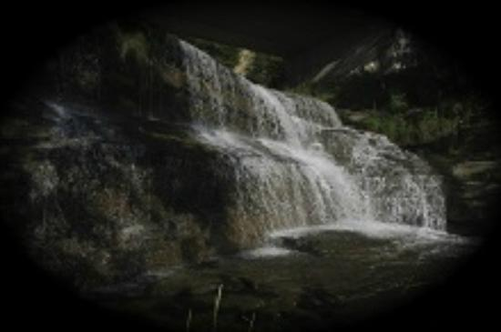 Finger Lakes Waterfall Resort: Night View Of Falls