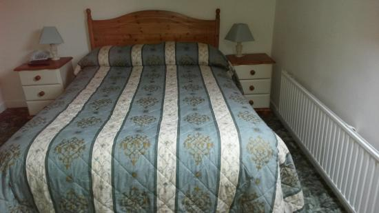 Dormy House Hotel: Family Room - very comfortable bed