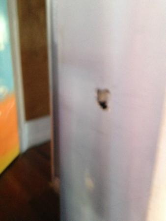 Manly Harbour Backpackers: hole in room wall