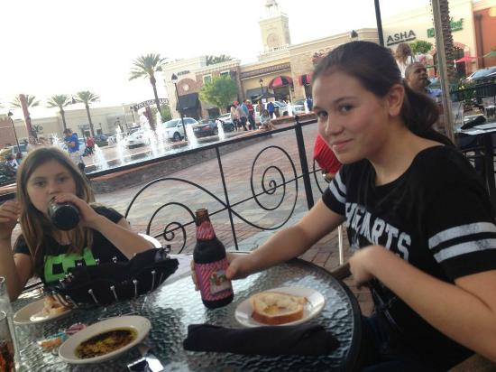 Mia Bella Trattoria: alfresco dining with the girls