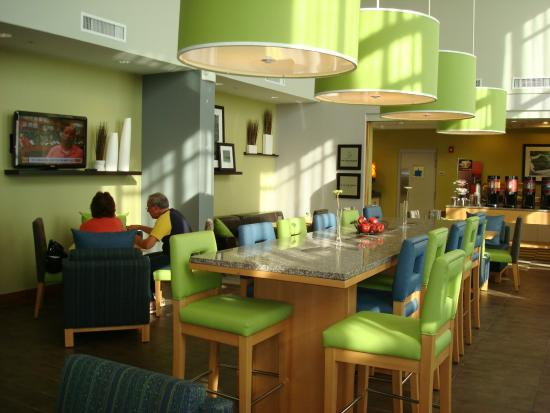 Hampton Inn & Suites Sarasota-Bradenton Airport: Dining Area