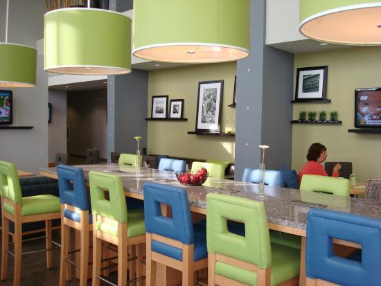 Hampton Inn & Suites Sarasota-Bradenton Airport: Dining Area