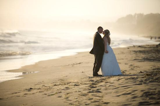 Flora Vista Inn: Book your wedding.