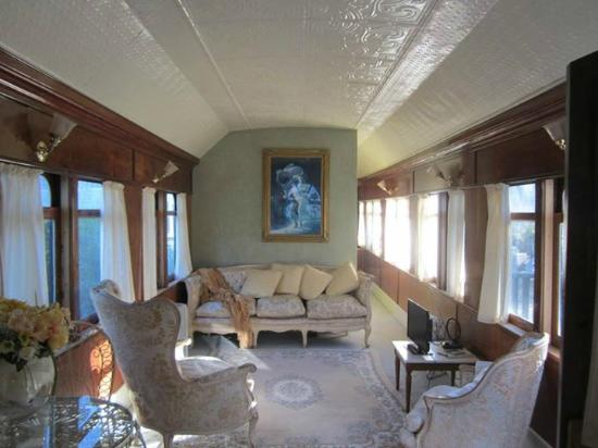 krinklewood Cottage & Carriages : Sunlight streaming in every morning