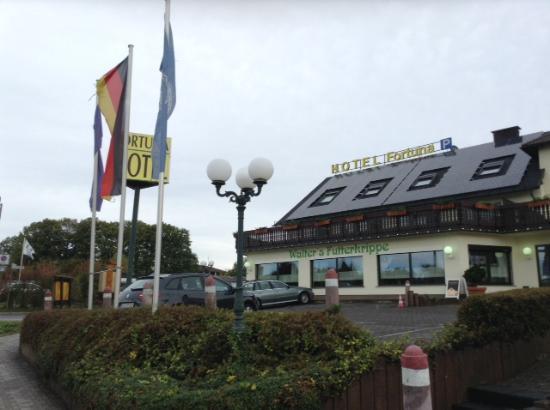 Airport Hotel Fortuna: 外観