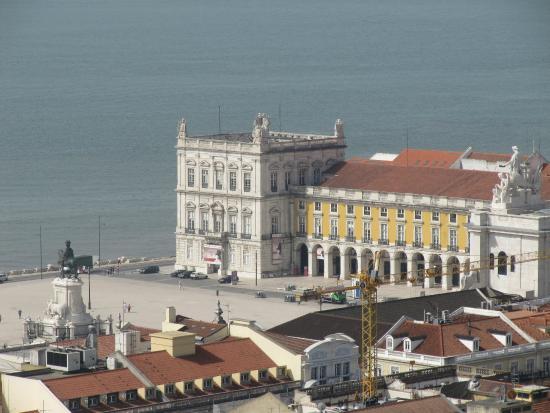 Lisbon Tour Guides: Vista de la plaza de Comercio