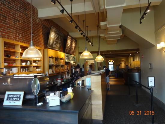 Pavement Coffeehouse: Cozy Interior