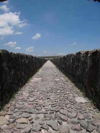 Village of Tepotzotlan: The walkway