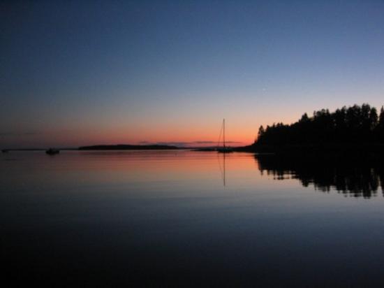 Flood's Cove Ocean Front Cottages & Campsites: More sunsets