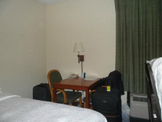 Hampton Inn Ft. Lauderdale-Commercial Blvd.: Escritorio en la habitación