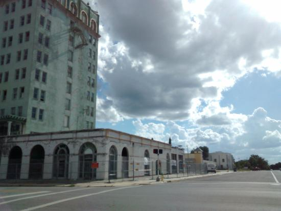 Lake Wales, FL: Building downtown, abandoned hotel