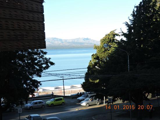 Appart Hotel Las Piedras : vista al lago desde la habitación